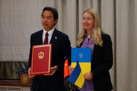 Україна підписала меморандум з Китаєм на отримання 50 автомобілів швидкої допомоги