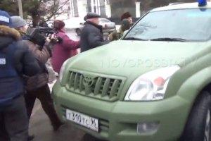 """Пленных """"киборгов"""" по Донецку возили в машине менеджера Ахметова"""
