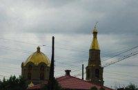 У Луганську погнуло вітром хрести на церкві