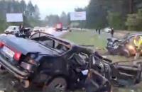 На Новоірпінській трасі в Києві Hyundai вилетів на зустрічну смугу і протаранив два авто