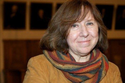 В Беларуси книги Алексиевич вернут в школьную программу