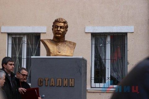 Практически 40% граждан России одобрили идею установки монументов Сталину