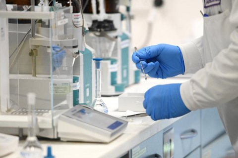 AstraZeneca призупнила дослідження вакцини від ковіду через хворобу в одного з добровольців