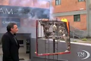 Директор итальянского музея в знак протеста сжег картину