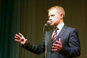 Український чиновник організував цілодобову трансляцію зі свого кабінету