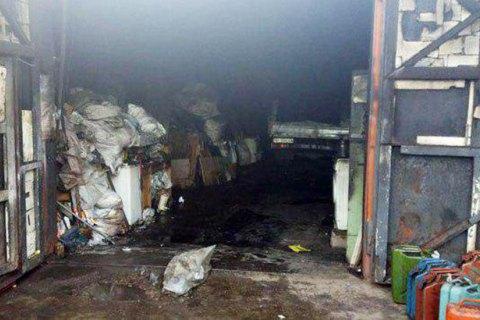 Двое мужчин сгорели при пожаре на пункте приема стеклотары в Мариуполе