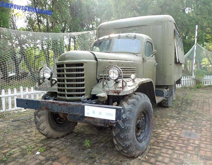 Китайский грузовик Цзефан СА-30 был создан по технологиям советского ЗИЛ-157 на автозаводе в городе Чанчуне