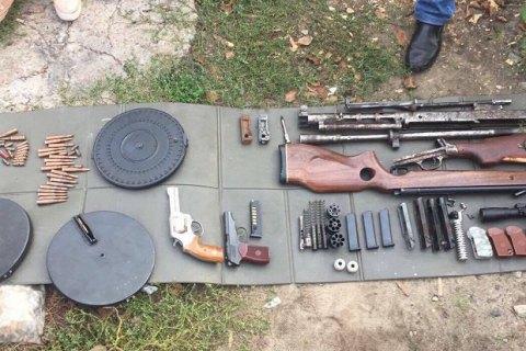 В Киеве разоблачили группу торговцев оружием