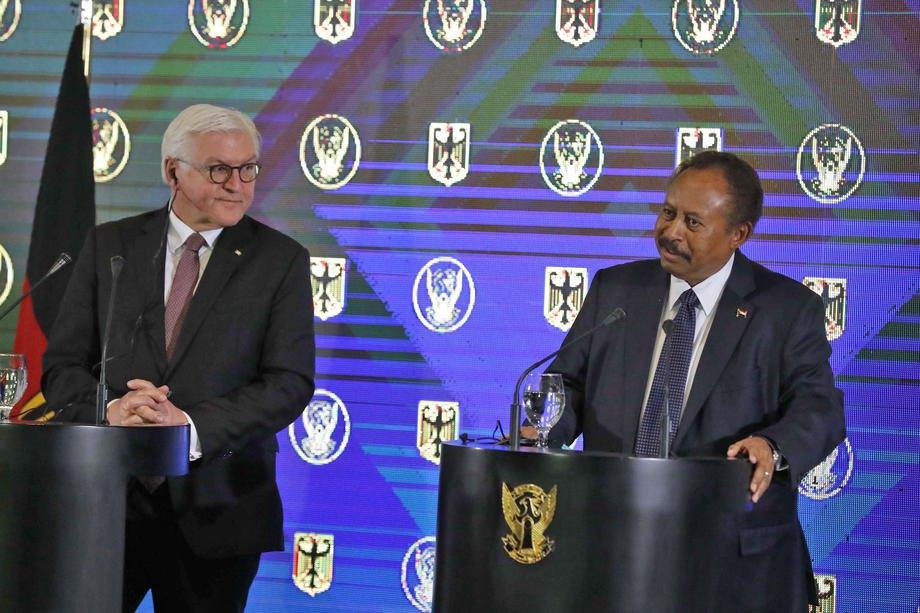 Премьер-министр Судана Абдулла Хамдук и президент Германии Франк-Вальтер Штайнмайер в Хартуме, Судан, 27 февраля 2020.