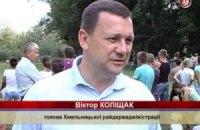 У Хмельницькій області кандидат у депутати роздає телетюнери