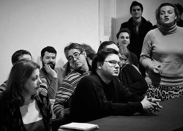 """Григорій Мельничук(в центрі, в чорному ) під час круглого столу серії """"Київ, що створюється користувачами"""""""