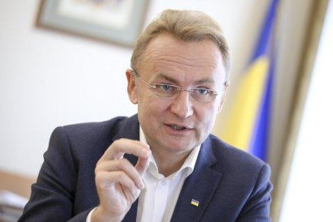 Садовый поставил под сомнение этичность покупки для Львова автобусов у МАЗа