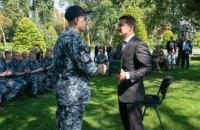 Зеленський подарував звільненим морякам президентські годинники