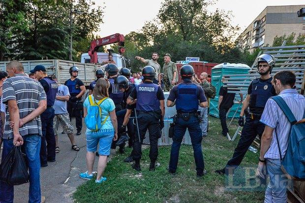 ВКиеве заблокировали застройку сквера волонтеров АТО