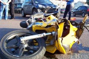 В Киеве машина протаранила мопед