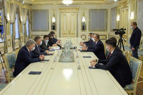 Зеленський зустрівся з міністром закордонних справ та міністром національної оборони Туреччини