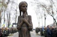 Скульптуру девочки с колосками у мемориала жертвам Голодомора демонтировали из-за нападения вандалов