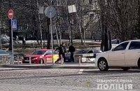 В центре Киева из-за дорожного конфликта один водитель ударил другого ножом