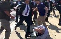 В США охранникам Эрдогана выдвинули обвинения в избиении демонстрантов