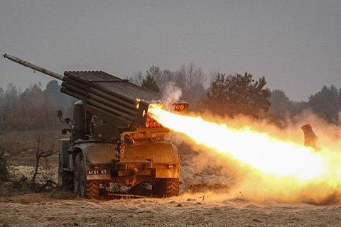 """Волонтери повідомили про обстріл з """"Градів"""" і артилерії біля Красногорівки і Мар'янки"""