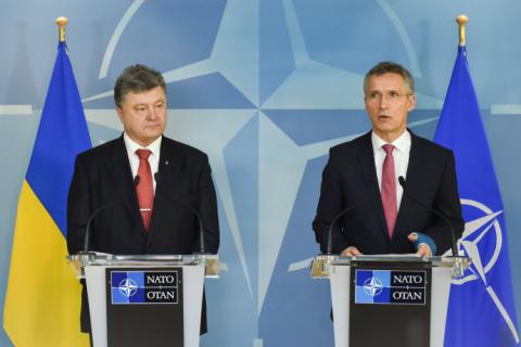 Порошенко і Столтенберг домовилися скликати термінове засідання комісії Україна-НАТО (оновлено)