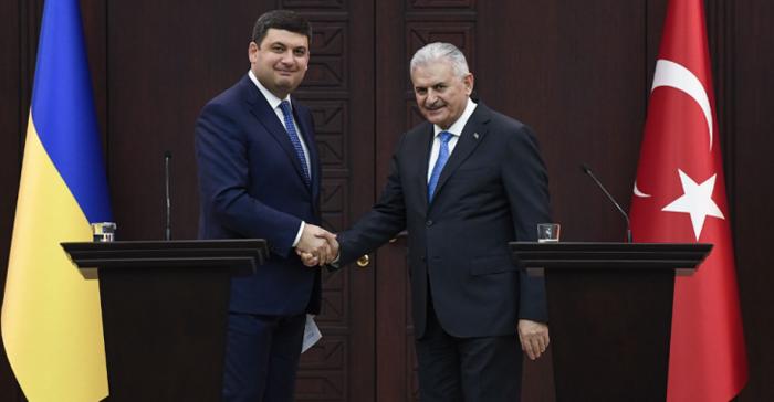 Прем'єр-міністри України і Туреччини Володимир Гройсман та Біналі Йилдирим під час зустрічі, 13 березня 2017.