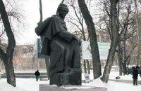 В Днепропетровске неизвестные повредили памятник Шевченко