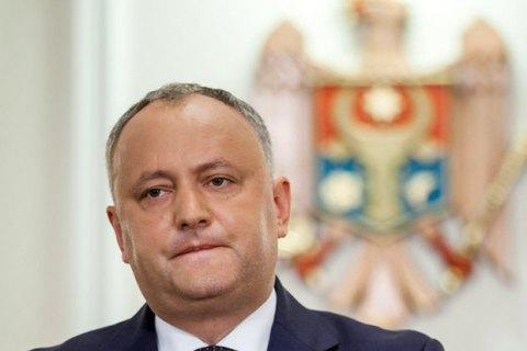 У Молдові депутати попросили КС тимчасово відсторонити Додона з посади