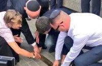 """До 80-х роковин Голокосту на Буковині заклали меморіальний знак """"Поріг пам'яті"""""""