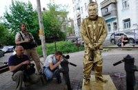 """В Киеве установили """"Писающего Сталина"""""""