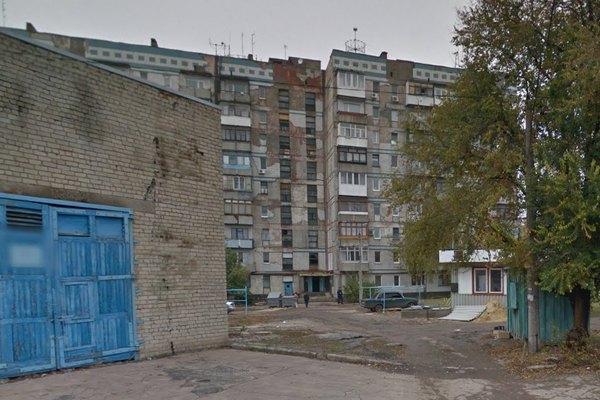 Горить білий балкон на сьомому поверсі