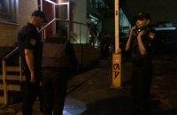 Неизвестные устроили стрельбу возле стрипклуба на Подоле в Киеве