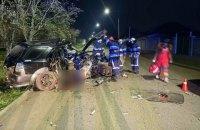 На Днепропетровщине водитель легкового автомобиля влетел в столб, есть погибший и пострадавшие