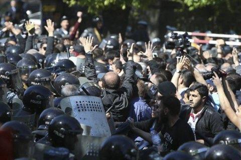 В Ереване произошли столкновения между протестующими и полицией, пострадали 46 человек (обновлено)