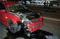 """В Киеве пьяный водитель на спортивном Mitsubishi сбил насмерть пешехода на """"зебре"""""""