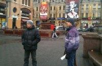 Расчищать Майдан от баррикад пришло четыре человека