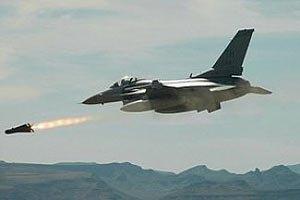 Ливийская авиация обстреляла захваченный повстанцами аэропорт Триполи