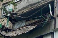 Киянин намагався виростити полуницю і обвалив балкон