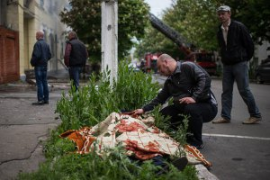 Сім осіб загинули, 39 доставлені з вогнепальними пораненнями в лікарні Маріуполя, - ОДА