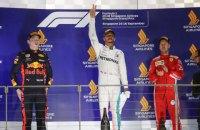 """Формула 1: Хэмилтон на """"Мерседес"""" выиграл ночную гонку в Сингапуре"""