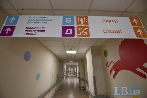 """З онкогематологічного відділення """"Охматдиту"""" звільнилися одразу декілька лікарів"""