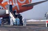 """Літак з евакуйованими українцями приземлився в аеропорту """"Харків"""""""