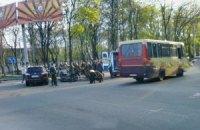 В центре Донецка пьяный боевик устроил ДТП и прострелил ногу водителю
