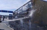 На трассе во Львовской области сгорел грузовик с 13 тоннами древесного угля