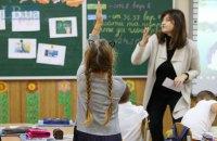 Кабмин намерен привязать зарплату учителей к количеству учеников