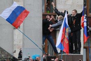"""Пророссийские активисты в Донецке ворвались в госказначейство и на ТРК """"Донбасс"""""""