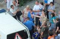 У Тернополі півсотні людей захищали чоловіка від міліціонерів