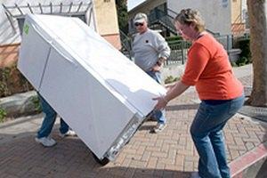 Британцев, выкидывающих холодильники в сад, будут штрафовать
