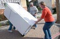 Британців, які викидають холодильники в садок, штрафуватимуть