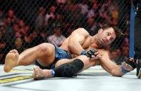 На турнире UFC 239 боец нокаутировал экс-чемпиона, сломав тому челюсть